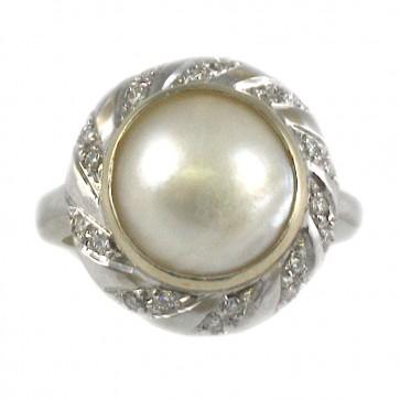 Anello oro, perla mabè e diamanti - 0,47-0,50 ct; 8,3 gr