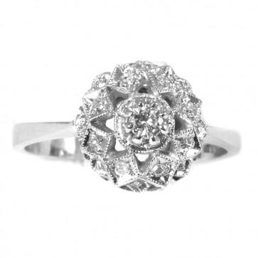 Anello solitario-fiore circolare, oro e diamanti - 0,16-0,20 ct; 4,12 gr