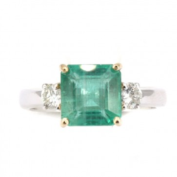 Anello fascia oro, 2 diamanti e smeraldo