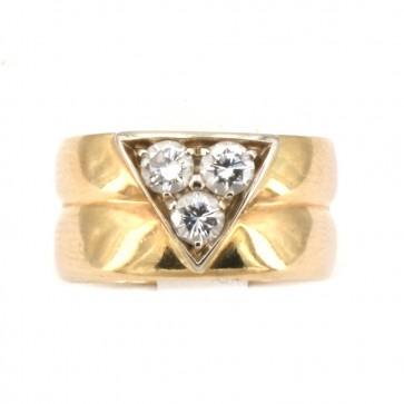 Anello fascia doppia in oro e triangolo di diamanti