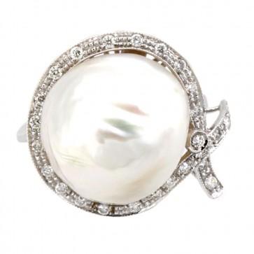 Anello maxi perla australiana, oro e diamanti