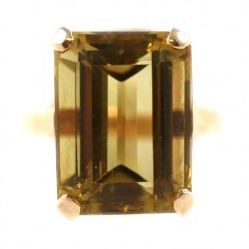 Anello in oro e quarzo miele rettangolare; 7,7 gr