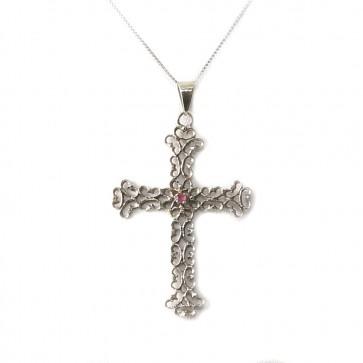 Ciondolo croce in stile, oro traforato e piccolo rubino; 2,3 gr.