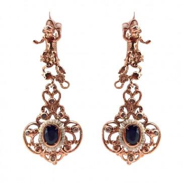 Orecchini pendenti, putti, argento dorato e zaffiri