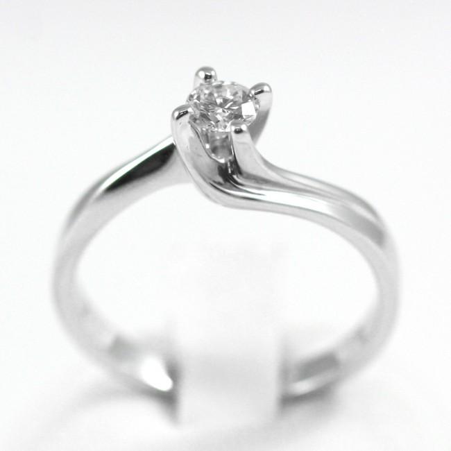 comprare on line a728d 46adc Anello solitario, oro e diamante taglio brillante - 0,30 ct; 4,07 gr