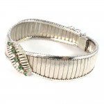 Bracciale superlativo in stile a piastre satinate, oro, diamanti - 0,35-0,40 ct- e smeraldi - 0,50-0,60 ct -  52,7 gr. 19 cm x 2 cm