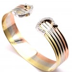Bracciale tricolore rigido doppia C, oro, diamanti -0.25-0.30 ct; 28.8 gr.