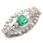 Spilla autentica decò, antica, oro, diamanti - 4.80-5.20 ct-  e maxi smeraldo - 5.50-6.50 ct - 15.22 gr; 5.1 cm
