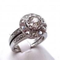 Anello fascia in stile, oro, solitario taglio antico - 0.87 ct - e diamanti - 0.30-0.40 ct; 7.51 gr