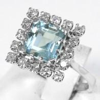 Anello quadro oro, acquamarina - 1.90-2.10 ct -  e diamanti - 0.40-0.45 ct-  4.1 gr