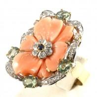 Anello maxi fiore corallo, oro, argento, zaffiro, tormaline - 3.25 ct- e diamanti; 12 gr