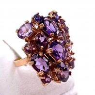 Anello, oro, argento e pietre di sintesi viola; 7.98 gr