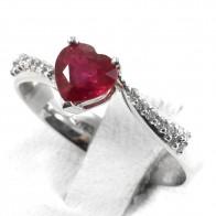 Anello oro, rubino a cuore solitario - 1.35 ct- e diamanti -  0.29 ct; 3.9 gr