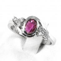 Anello oro, rubino - 0.52 ct- e diamanti -  0.25 ct; 5.6 gr