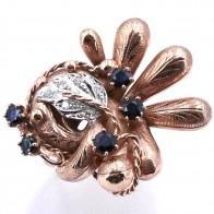 Anello maxi oro in stile con diamanti - 0.15 ct e zaffiri -0.70 ct; 11.08 gr