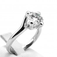 Anello solitario oro e diamante - 1.91 ct, H VVS; 6.32 gr