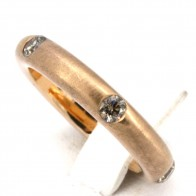 Anello fede satinata, stondata oro giallo e diamanti - 0.55-0.60 ct; 7.8 gr