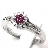 Anello margherita, oro, rubini - 0.12-0.15 ct - e diamanti - 0.30-0.35 ct; 4.75 gr