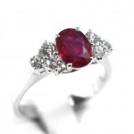 Anello oro, diamanti -0,36 ct- e rubino -1,28 ct; 4,2 gr