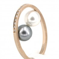Anello doppia perla - australiana e tahitiana, oro e diamanti; 10.67 gr