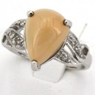Anello in argento con opale a goccia e zirconi; 3.48 gr