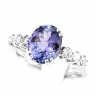 Anello oro, tanzanite -3.40-3.50 ct- e diamanti -0.40-0.45 ct; 5.09 gr