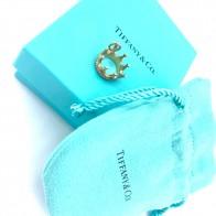 Ciondolo corona Tiffany and Co in oro 18 ct; 3.90 gr. Scatola originale.