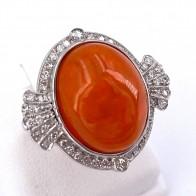 Anello, oro, maxi ovale opale di fuoco - 18-19 ct e diamanti - 1.00-1.10 ct. 6.03 gr.