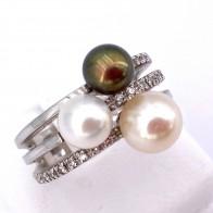 Anello fascia tripla oro, perle bianche e nere e diamanti - 0.15-0.20 ct; 8.65 gr