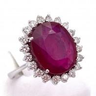 Anello maxi margherita di rubino - 7.10 ct - e diamanti - 0.55 ct; 5.16 gr