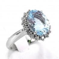 Anello oro, ovale acquamarina - 6-6.5 ct - e diamanti - 0.35-0.40 ct; 5.81 gr