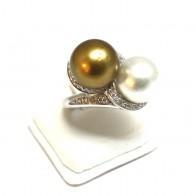 Anello contrarié oro, perle e brillanti