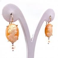 Orecchini cammeo in stile, argento e perle; 5.63 gr