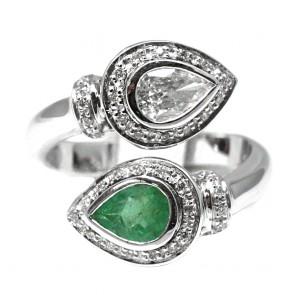 Anello contrarié oro, smeraldo e diamanti
