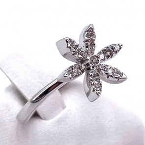 Anello fiore oro e diamanti - 0.20-0.25 ct; 4.77 gr