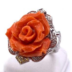 Anello maxi rosa corallo, oro, diamanti e zaffiri gialli; 11.39 gr