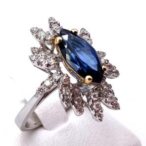 Anello margherita oro, spola zaffiro - 2.58 ct - e diamanti - 0.96 ct ; 6.34 gr