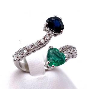 Anello contrariè cuori oro, cuore smeraldo - 0.80 ct - cuore zaffiro - 0.80 ct - e diamanti - 0.60 ct ; 4.39 gr
