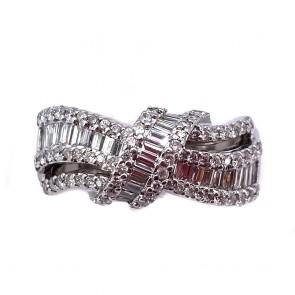 Anello fascia, nodo, in oro e diamanti
