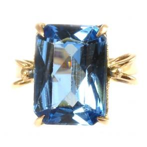 Anello in stile, oro e pietra azzurra