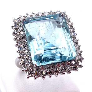 Anello maxi oro, rettangolo acquamarina - 19.8 ct -  e diamanti - 2.59 ct-  13.45 gr