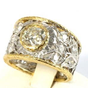 Anello solitario fascia traforata in stile oro e diamanti - 1,80-1,90 ct; 8,1 gr