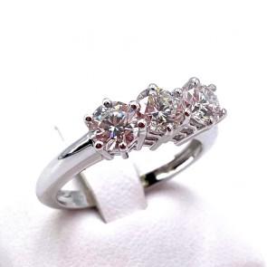 Anello trilogy oro e diamanti - 1.55-1.60 ct, GF VS; 3.91 gr