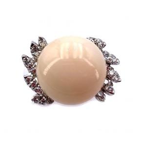 Anello maxi bottone corallo rosa, oro e diamanti