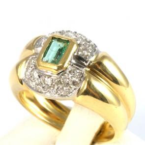 Anello fascia, oro, diamanti -0,28-0,35 ct- e smeraldo -  0,30-0,40 ct; 6,4 gr