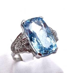 Anello oro, acquamarina - 10 ct - e diamanti - 0.32 ct; 5.33 gr
