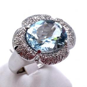 Anello maxi oro, ovale acquamarina e diamanti - 0.40-0.45 ct; 17.23 gr