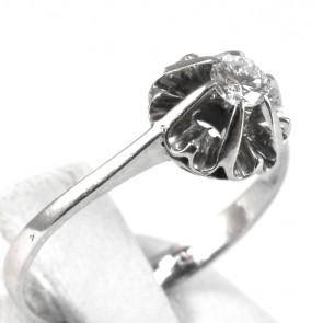 Anello solitario, montatura fiore, oro e diamante - 0,15-0,18 ct; 2,38 gr