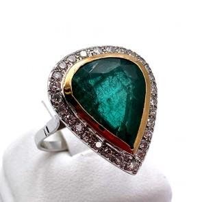 Anello margherita maxi goccia oro,  smeraldo - 8-8.5 ct - e diamanti - 1.3-1.4 ct; 6.17 gr