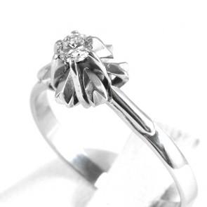 Anello solitario, montatura fiore, oro e diamante - 0,15-0,18 ct; 3,15 gr